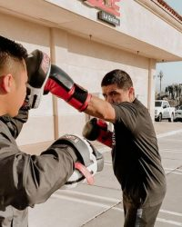 Personal Trainer and man boxing - Fit In 42 Studio Gym