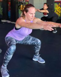 Fit In 42 Fitness Gym - Female member doing squats